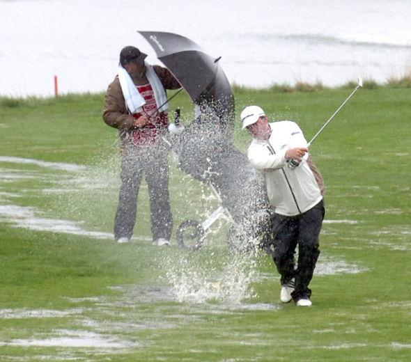 9 Must-Have Accessories for Golfing in the Rain